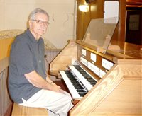 A Rye Brook man rests his fingers after 63 years at Corpus Christi's organ